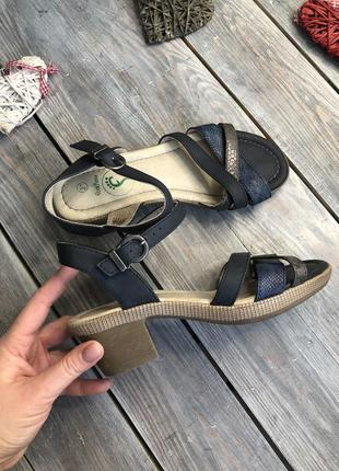 Footflex комфортные бсоножки на небольшом каблуке