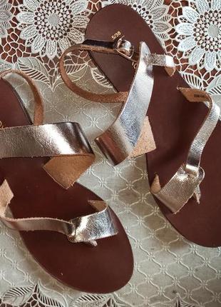 Шикарные кожаные босоножки сандалии золотого цвета next