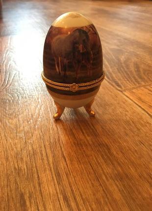 Шкатулка яйцо. шкатулка lefard.шкатулка с лошадьми