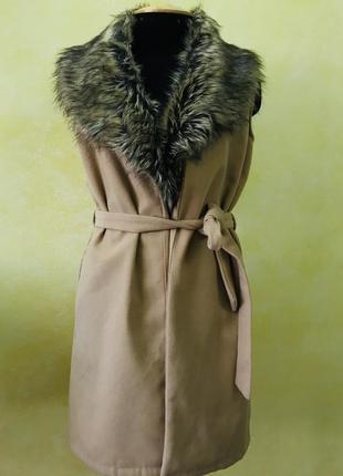 Жилет с меховым воротником parisian collection p -38/40