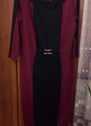 Трикотажное платье бордо с черным