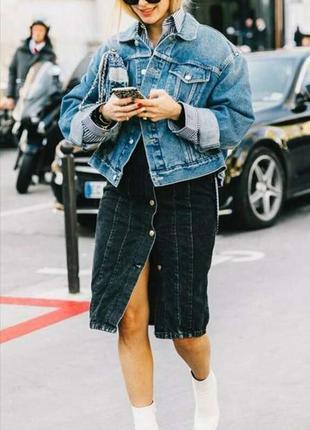 Укороченный джинсовый пиджак оверсайз