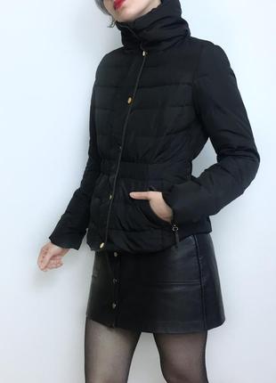 Чёрная куртка пуховик