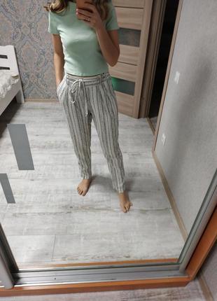 Стильные брюки с защипами высокая посадка