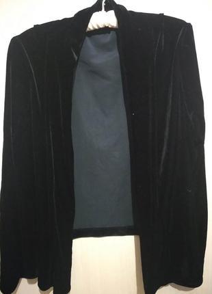 Красивый бархатный пиджак