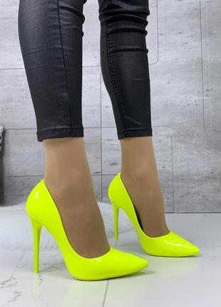 Кислотные туфли лодочки на шпильке,яркие туфли кислотного цвета на каблуке