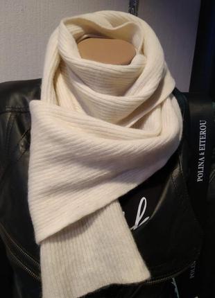 Теплый мягкий белый шерстяной шарф