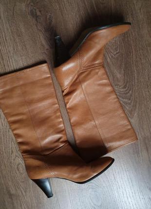 Стильные фирменные кожаные рыжие сапоги с широким голенищем размер 38