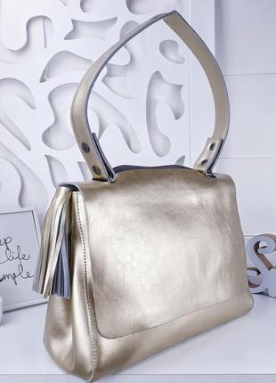 Золотистая сумка из натуральной кожи