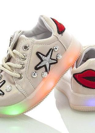 Ультрамодные кроссовки с подсветкой для девочки