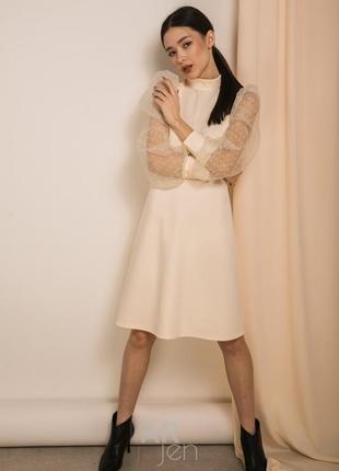 Трендовое платье с рукавами фонариками