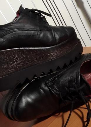 Кожаные туфли на платформе танкетке высокой подошве
