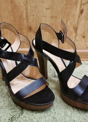 Босоножки на аысоком каблуке, кожа