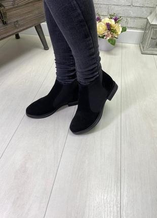 Ботинки, ботильоны черные на низком ходу натуральная кожа или замша