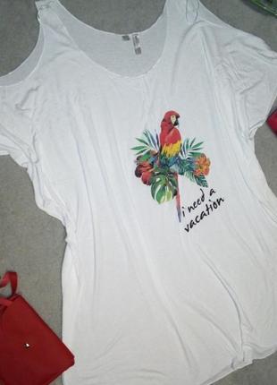 Невесомое пляжное платье с тропическим рисунком