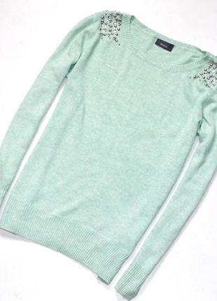Yessica   очень красивый свитер  с украшением. м. 10. 38