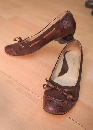 Стильные туфли со шнуровкой из замша