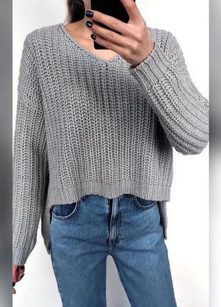 Укороченный свитер из грубой вязки