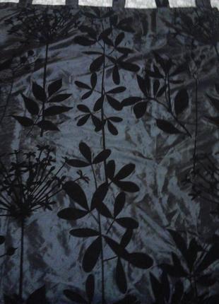 Штора черного  цвета тесненый цветочный рисунок одно полотно