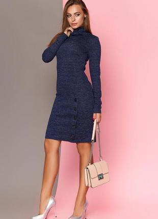 Стильное трикотажное платье с люрексовой нитью.