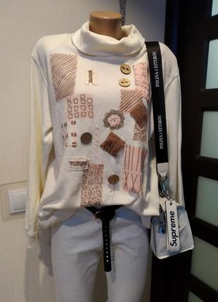 Стильный брэндовый джемпер кофточка свитер белый с нашивками