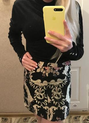 Красива короткая юбка