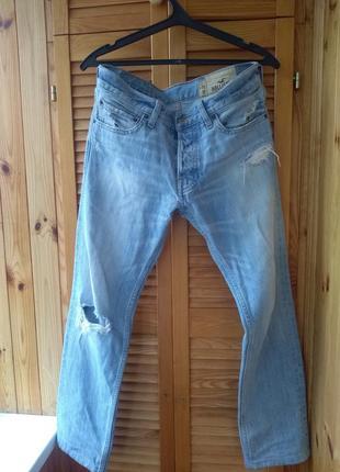 Светлые джинсы hollister slim fit (узкие)