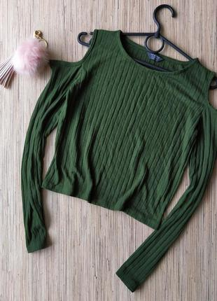Стильный свитерок в рубчик с открытыми плечиками