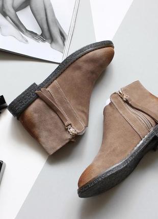 Стильные ботинки из натуральной замши, фабричного качества