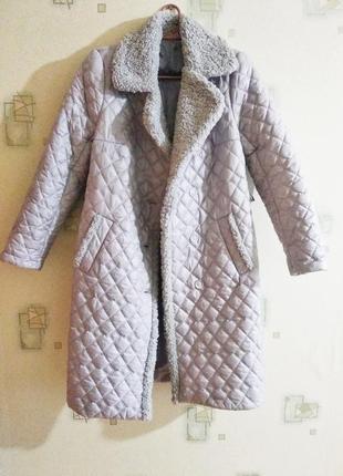 Стеганая серая куртка пальто