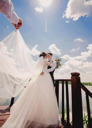 Казкова весільна сукня