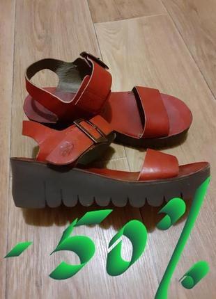 Распродажа обуви - 50%!!! в наличии выбор.кожаные босоножки fly london. португалия.