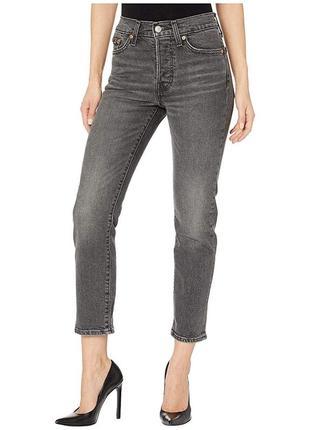 Серые джинсы levi's