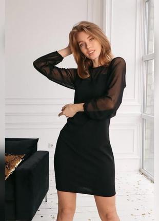 Элегантное черное платье с сеткой в горох