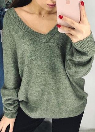 Теплый свитер идеального зелёного оттенка