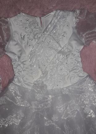 Выпускное нарядное  платье белоснежное