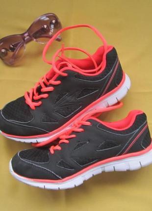 Яркие стильные кроссовки osaga