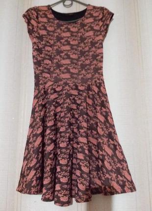 Брендовое платье в выбитую розочку