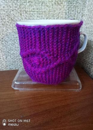 Вязаный чехол свитерок грелка на чашку