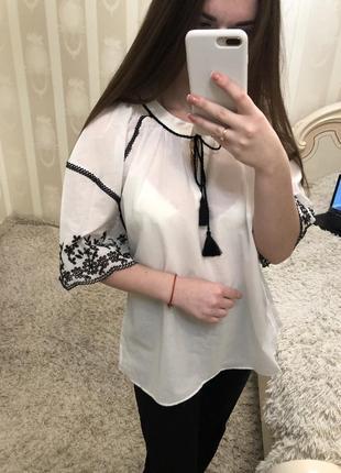 Белая рубашка/блуза с вышитыми рукавами zara