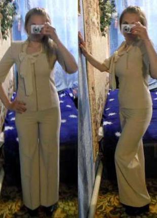 Бежевый костюм классика 46 размера, брюки и блузка-жакет