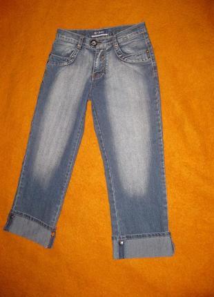 Новые джинсы - капри, подворот на кнопках, плотные с декором и вышивкой