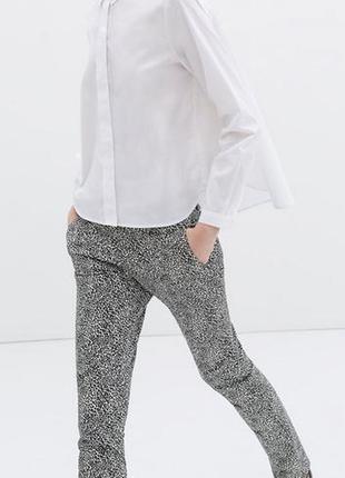 Стильные джинсы в анималистический принт zara basic morocco