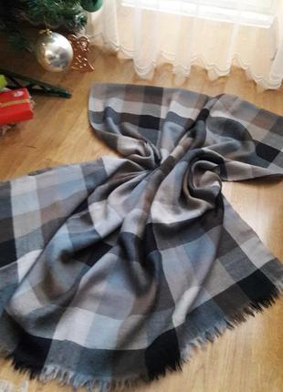 Шерстяной большой шарф,палантин в клетку  max mara.