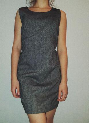 Красивое платье со вставками из кожзама.