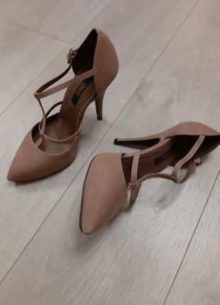Кожаные туфли/босоножки с т-образным ремешком