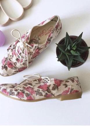 Итальянские туфли на низком ходу в цветы на шнурках