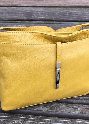 Удобная маленькая желтая сумочка