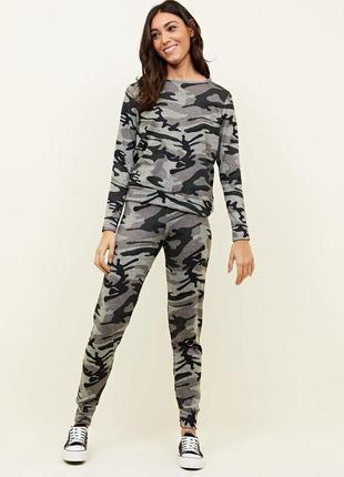 New look .стильные джогеры с камуфляжным принтом. 42-44 новые