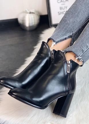 Демисезонные ботинки на каблуке, два замка по боках 36-40р